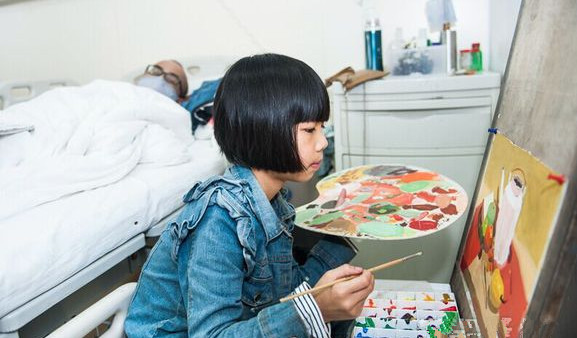 八岁小女孩想要卖画救白血病父亲