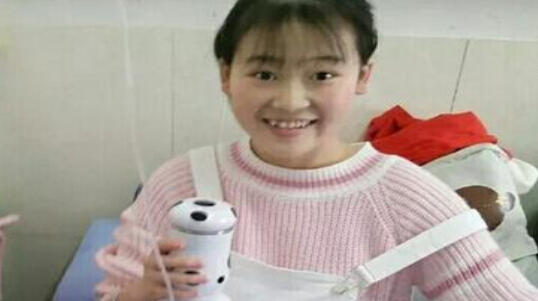 """19岁""""独腿女孩""""患癌后,她却做出了这样的选择……"""